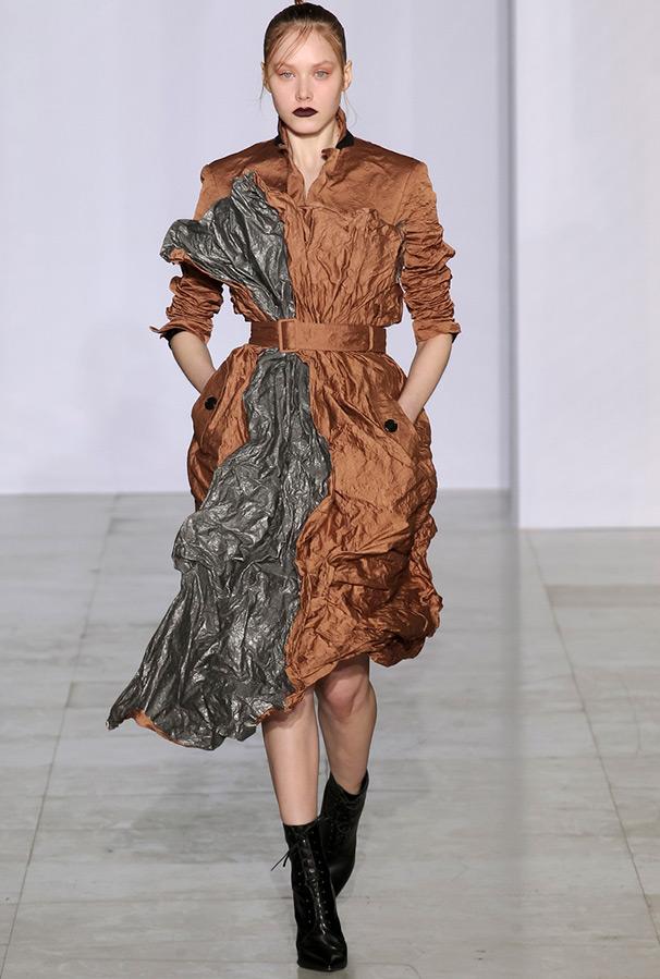 Необычное платье Yang Li