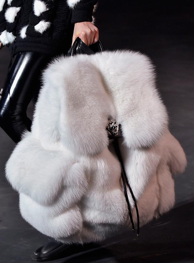 Меховой рюкзак