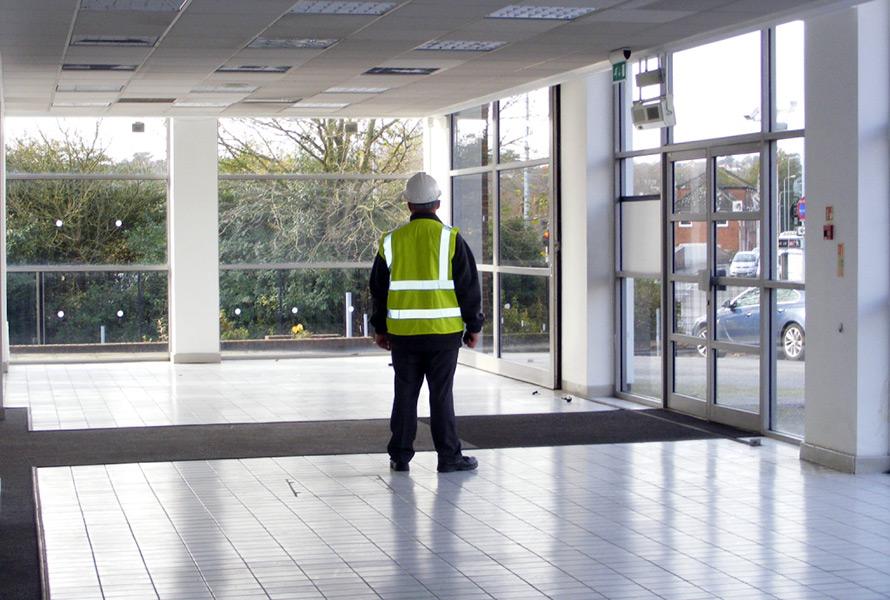 Почему пустеют торговые центры и магазины