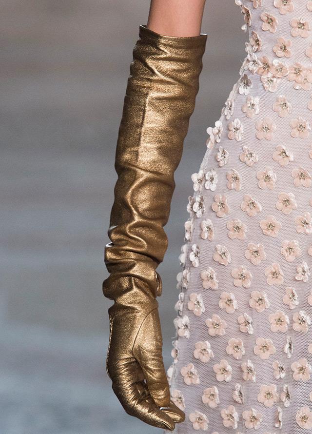 Золотистые перчатки