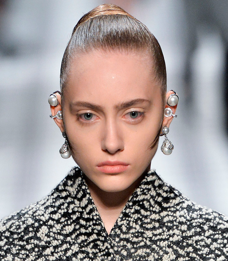 Модные серьги Balenciaga