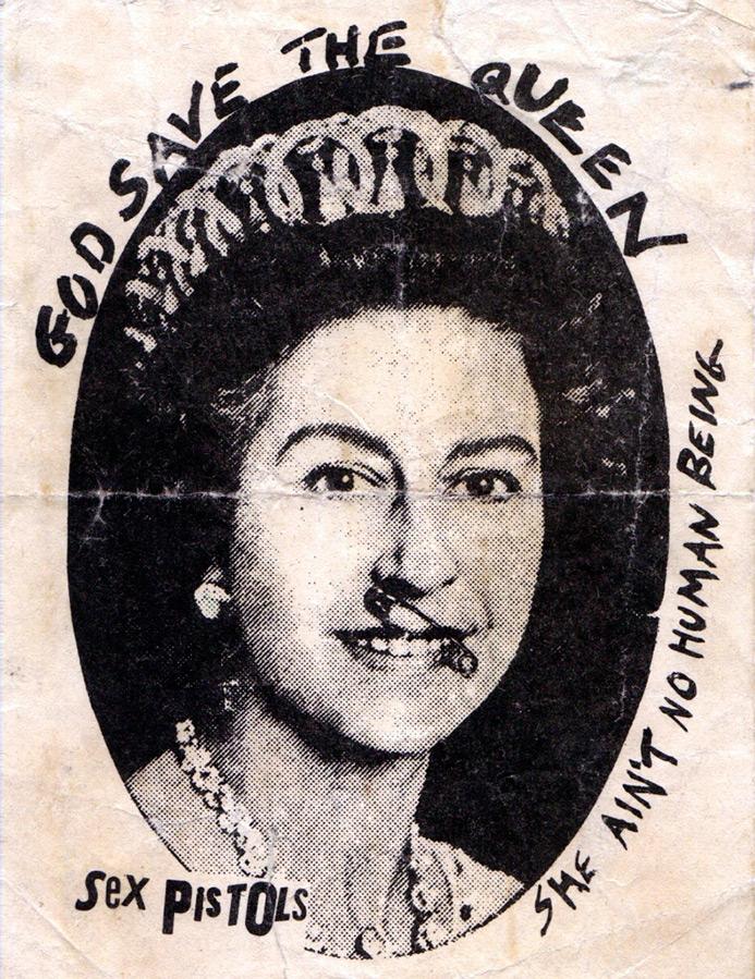 Елизавета II с английской булавкой в губе