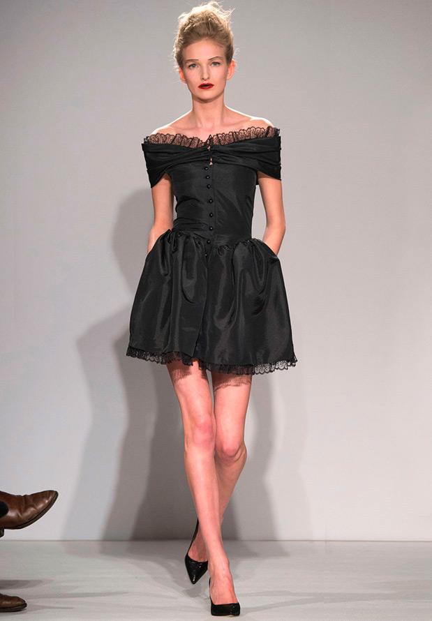 Черное платье на пуговицах