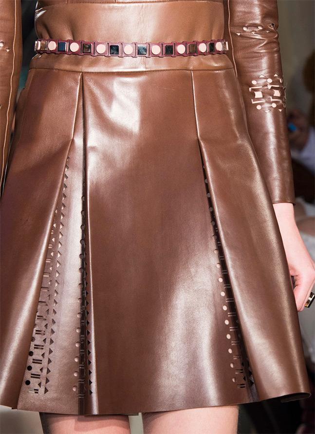 Кожаное платье со складками и перфорацией