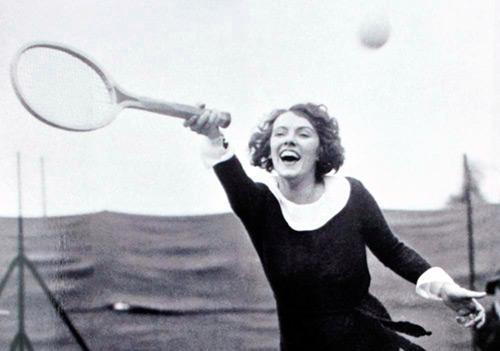 Модная женская одежда в спортивном стиле