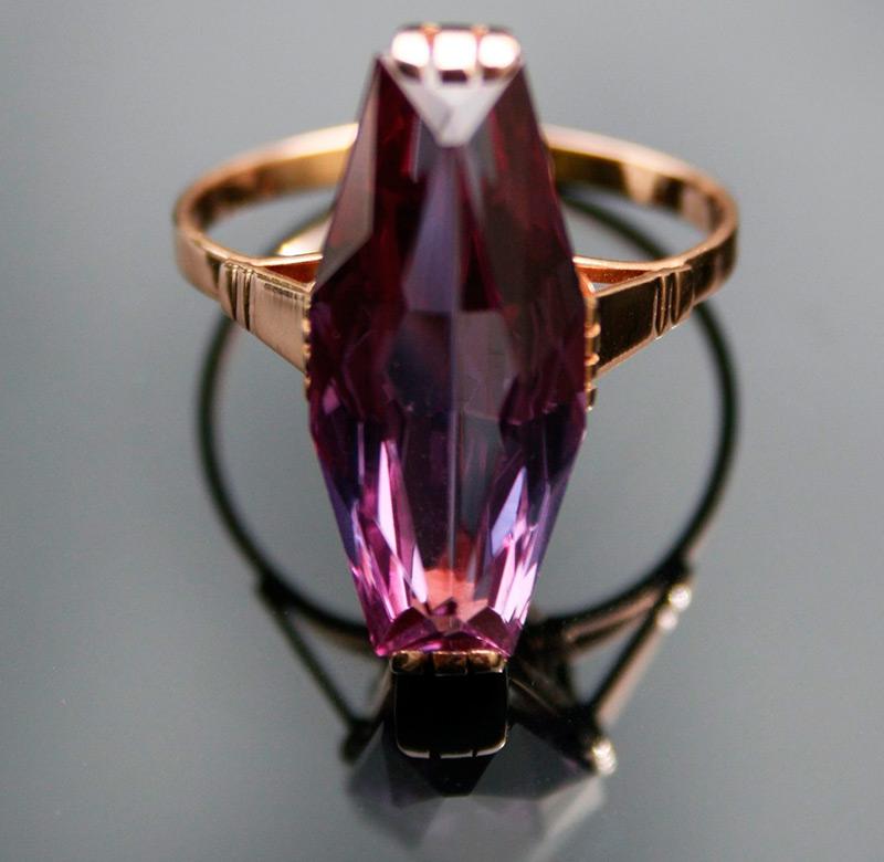 Золотое советское кольцо с камнем