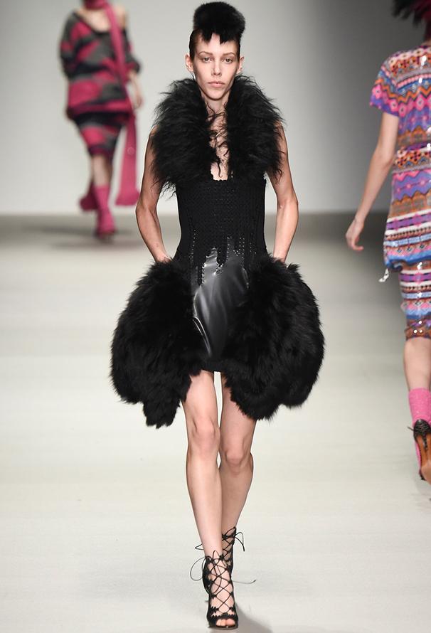 Черное платье с мехом