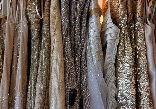 Сверкающие платья к праздникам – 33 варианта
