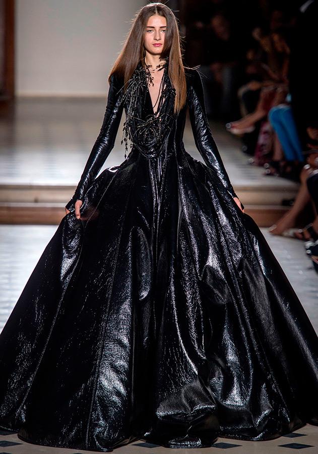 Мерцающее черное платье