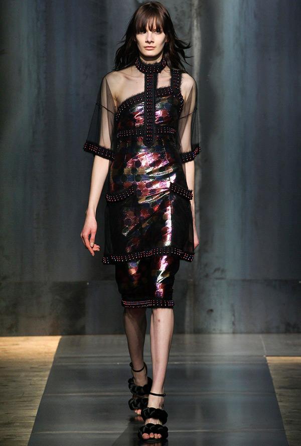 Платье с прозрачной вставкой