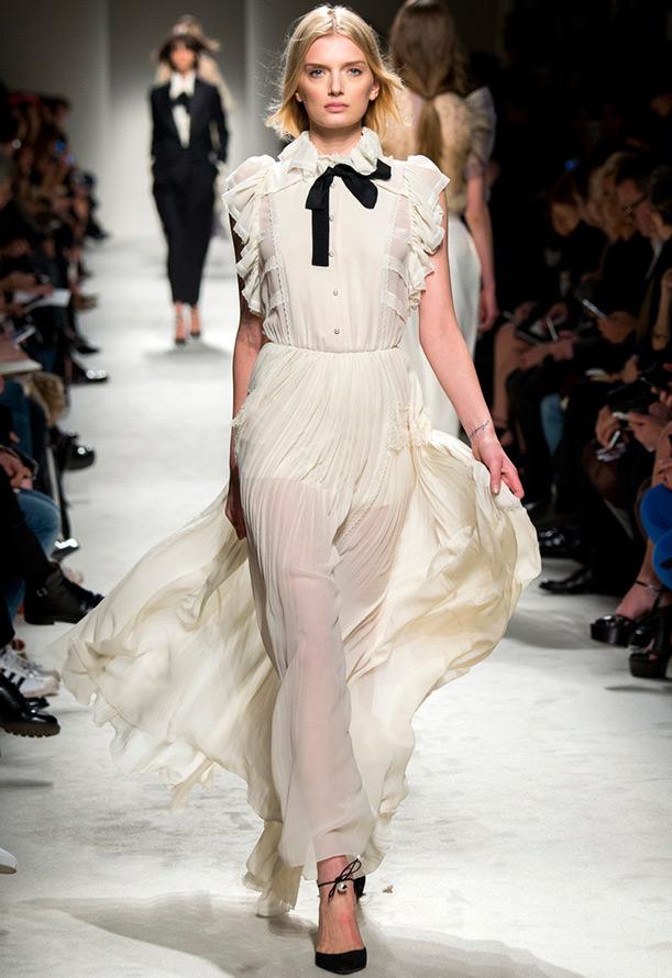 Длинное полупрозрачное платье
