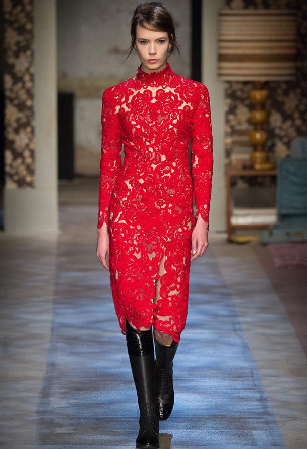 Красивое красное платье на Новый год