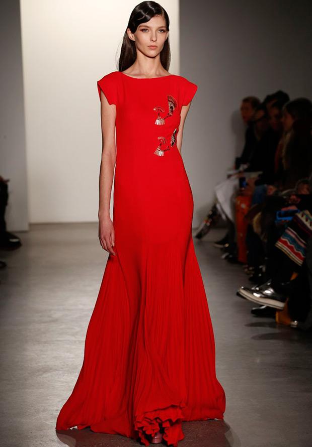 Длинное красное платье к Новому году
