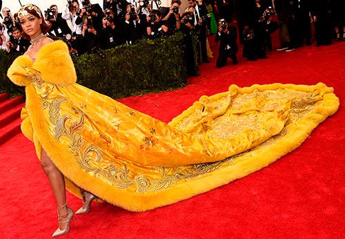 Желтое платье – 25 лучших моделей