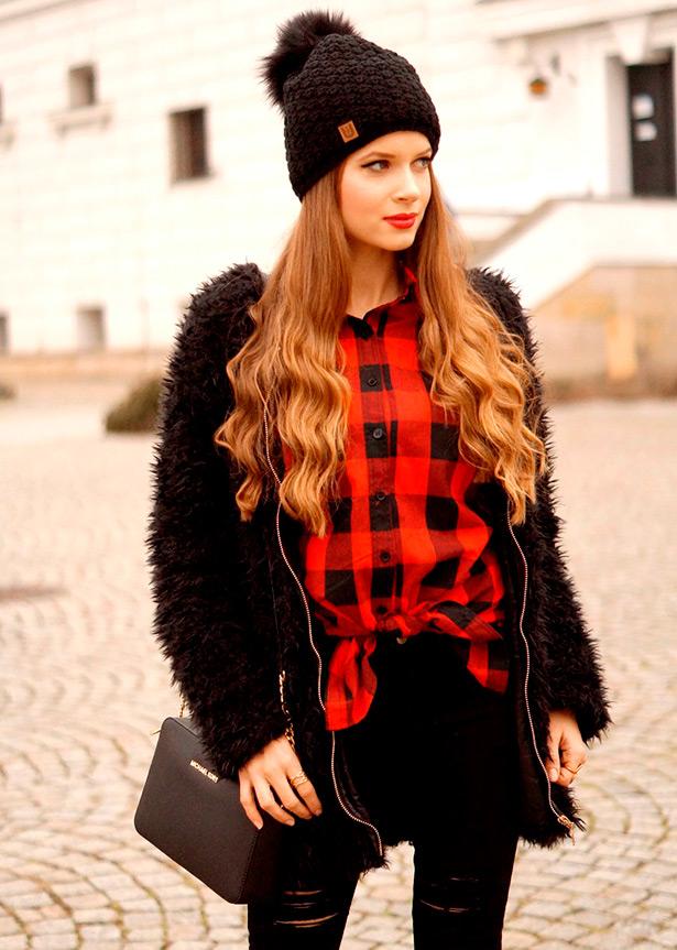 Красивая девушка в шапочке