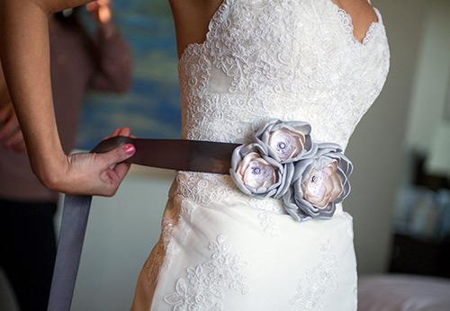 Красивый пояс для свадебного платья