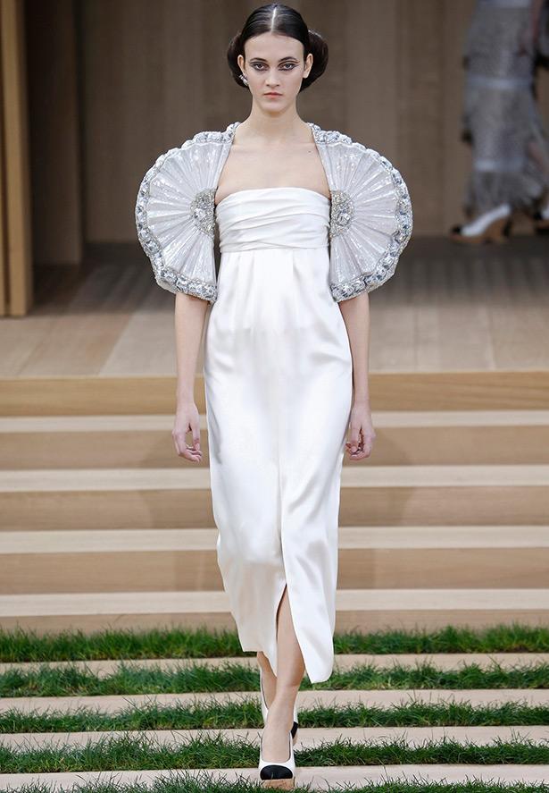 Белое платье Chanel