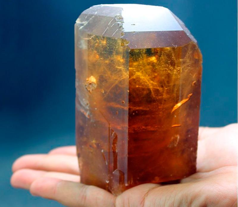 Кристалл топаза