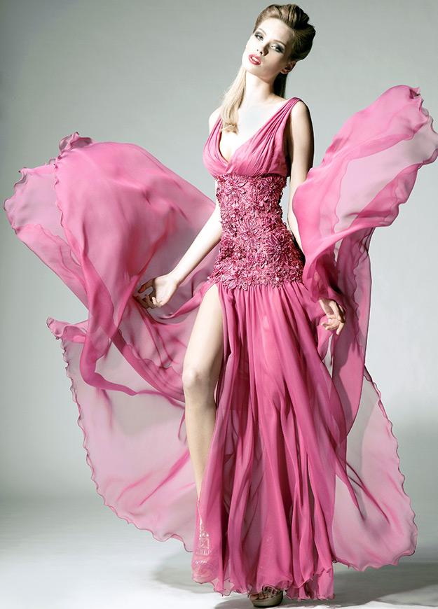 Яркое свадебное платье