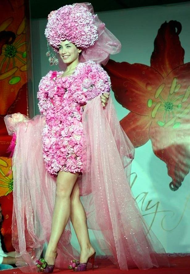 15 Свадебных и вечерних платьев из натуральных цветов