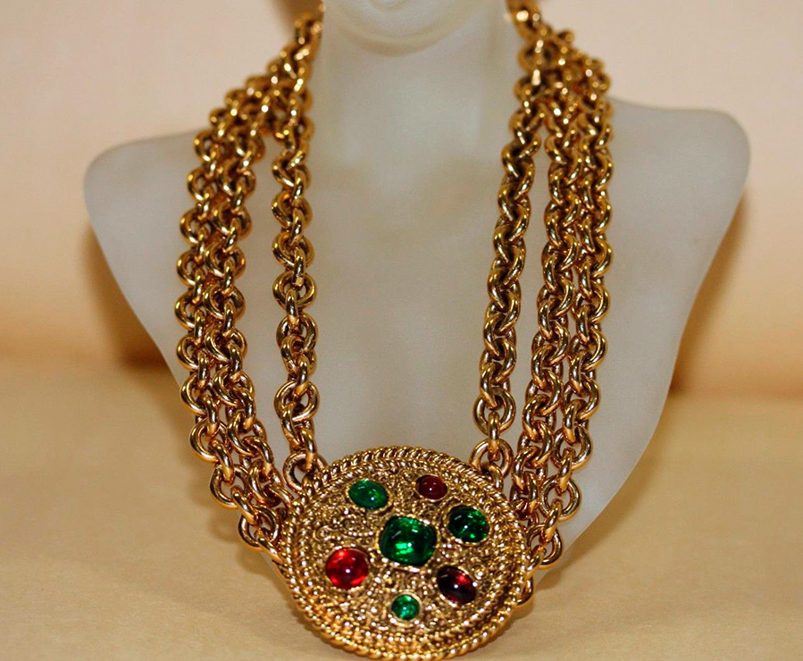 Ожерелья, бусы и подвески Chanel