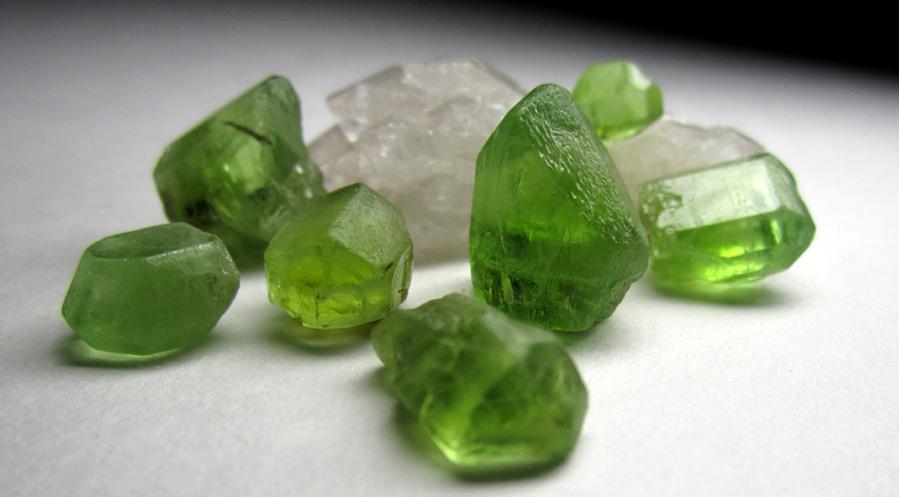 Камень хризолит – история и свойства камня