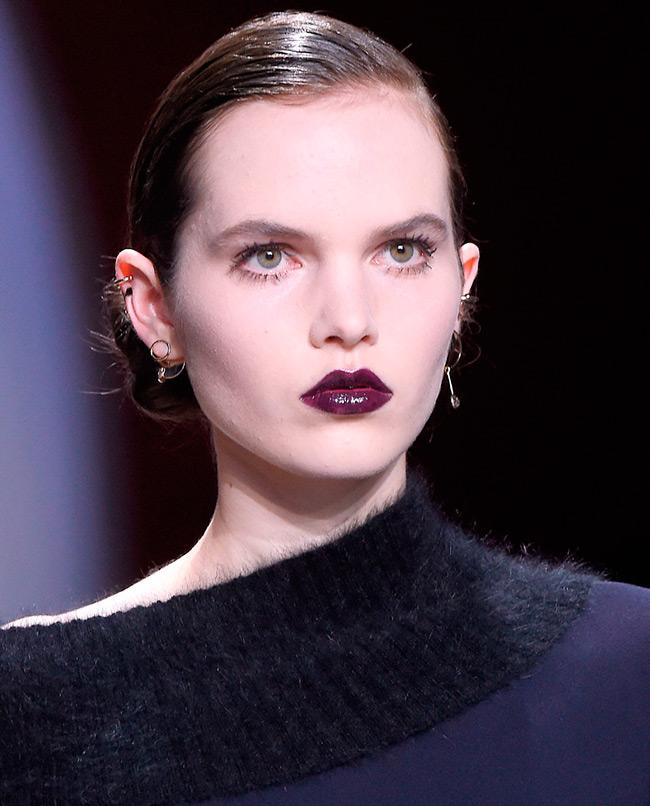 Темная помада на губах - главная тенденция красоты 2016-2017