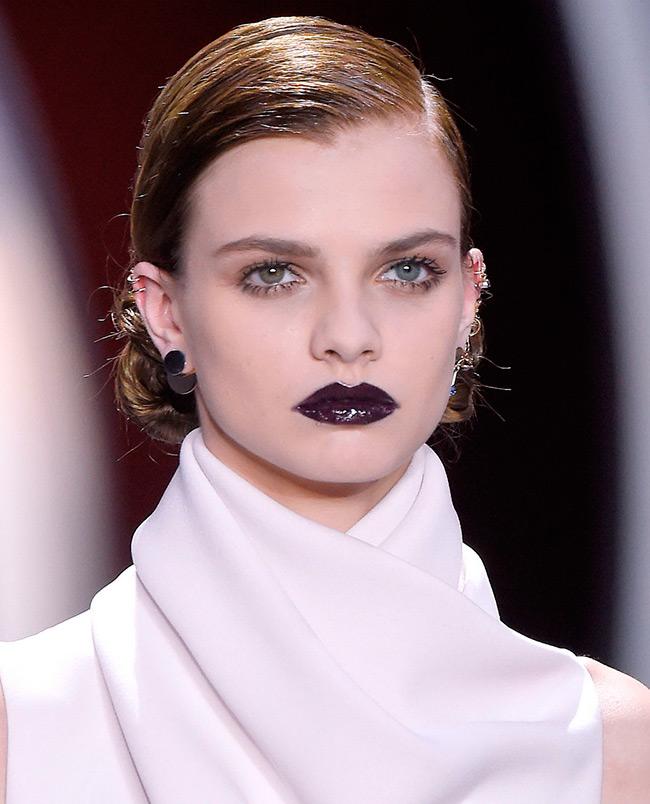 Темная помада на губах тенденция красоты 2016-2017