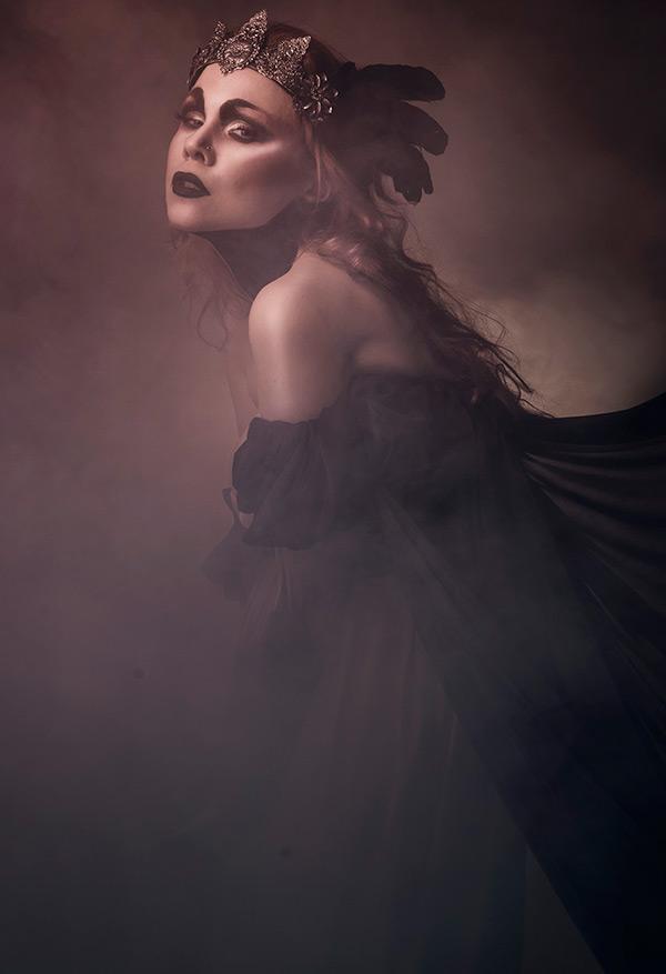 Темные Принцессы и сказочные миры в фотографиях Viona