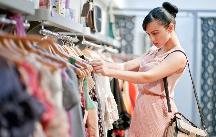 Кризис и падение спроса на модную одежду и аксессуары в России