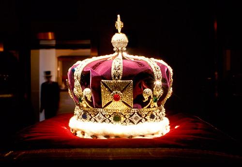 Когда уместно носить диадему или корону?