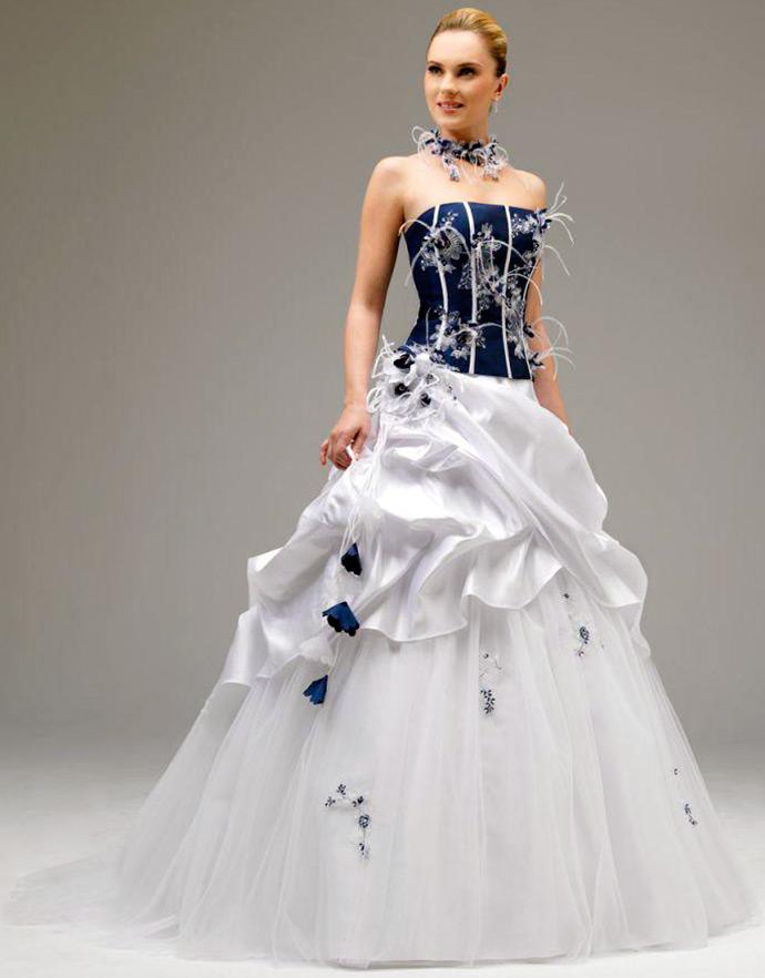 Бело-синее свадебное платье фото