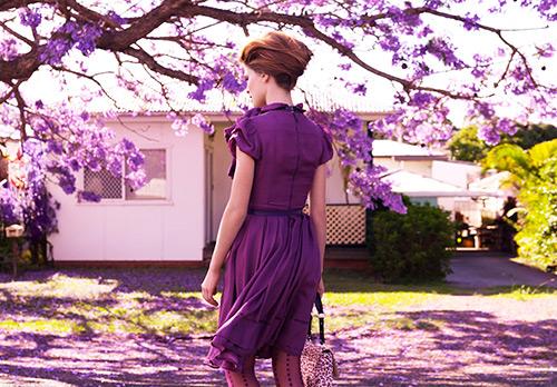 Фиолетовый цвет в одежде и психологии