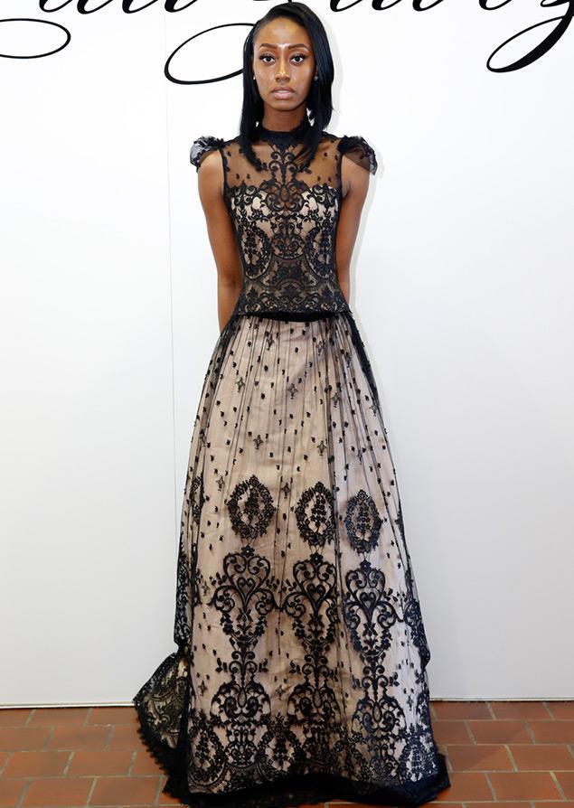 Свадебное платье с черными кружевами