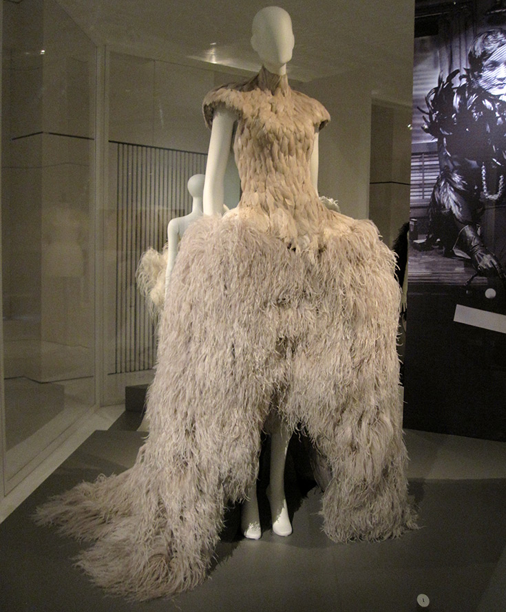 Платья и юбки с перьями страуса и перо страуса в истории