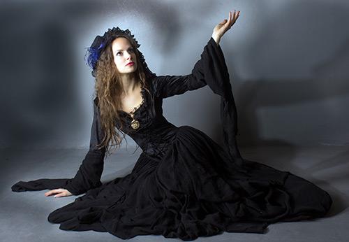 20 черных платьев длиной в пол из актуальных коллекций