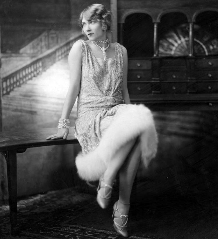 Мода и стиль 20-х годов – лучшие платья и аксессуары в стиле 1920-х 11b3bf2a836