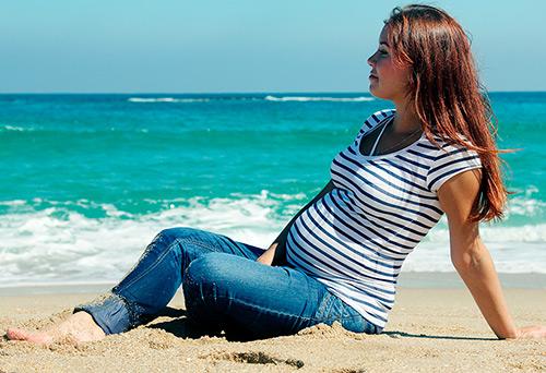 Можно ли загорать беременным на море