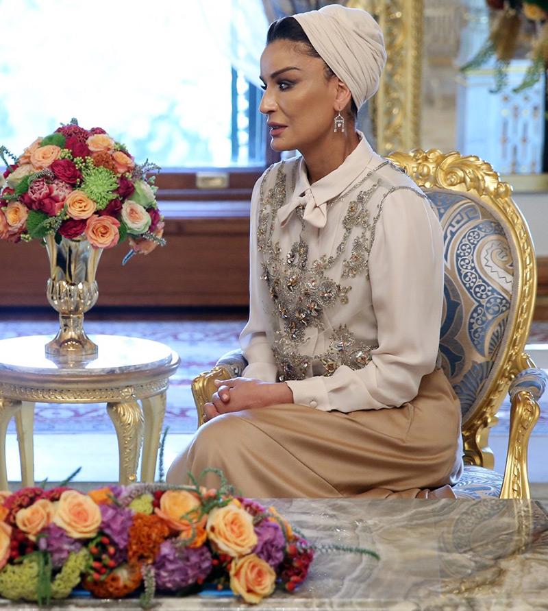 следует темном шейха моза бинт насер аль миснед фото обгоревшем