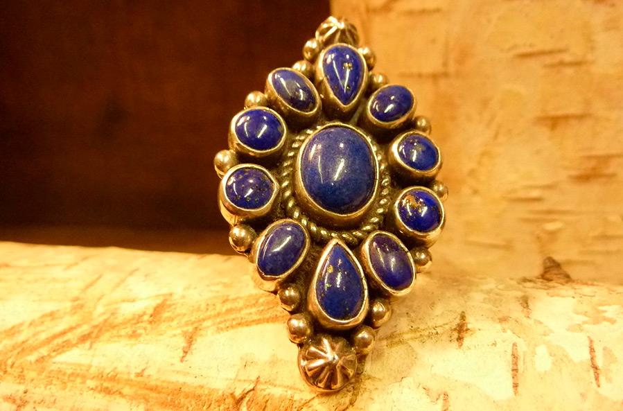 Небесно-синий лазурит – камень добра и любви! Украшения, свойства и уход