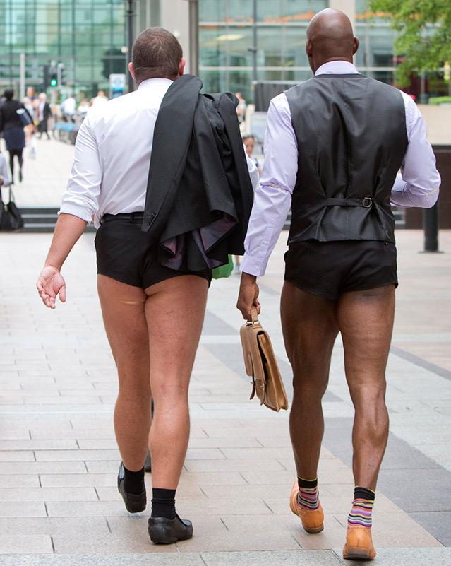 мужчины в коротких шортах фото будет найдено