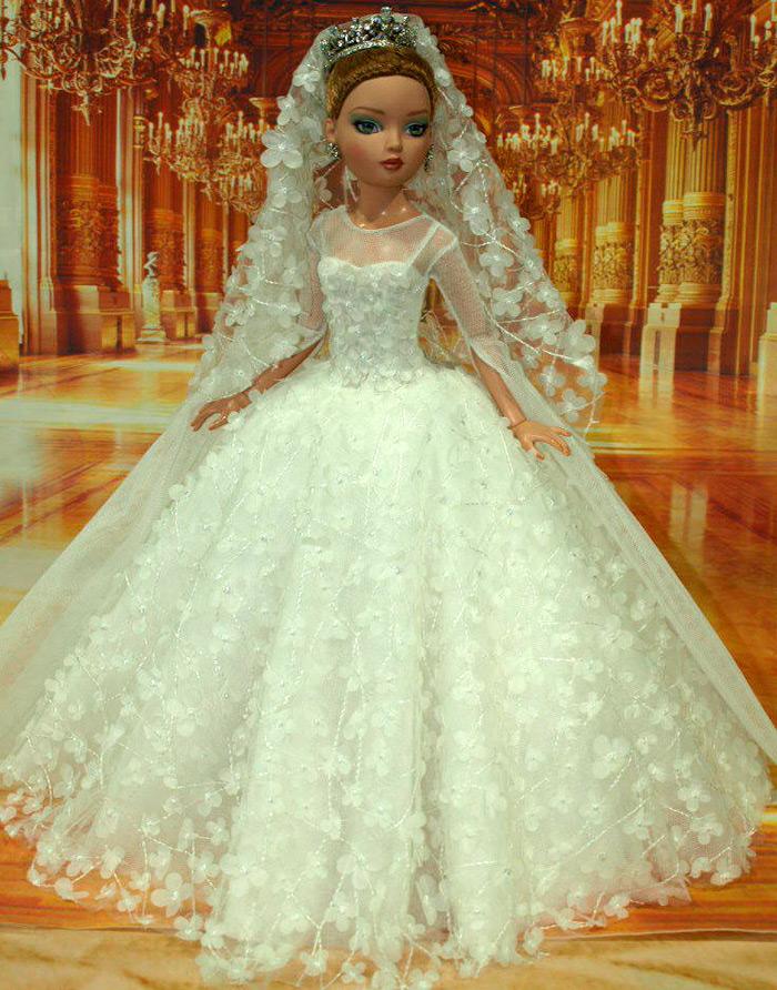 Пышное свадебное платье для куклы