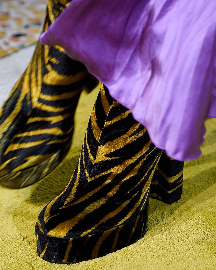 Тигровый принт на обуви