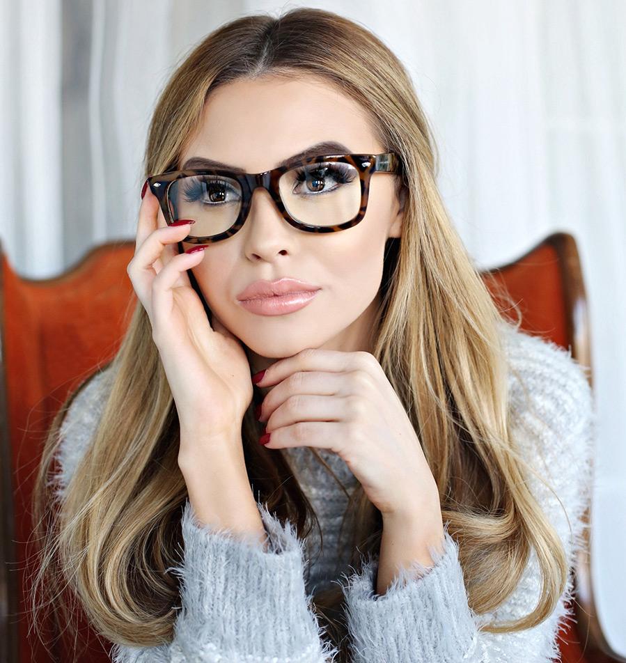 Красивые фото девушки в очках