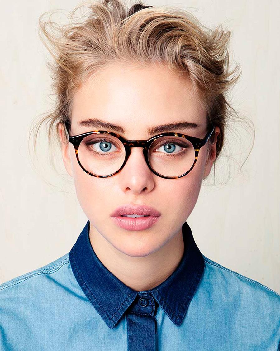 фото девушек в красивых очках