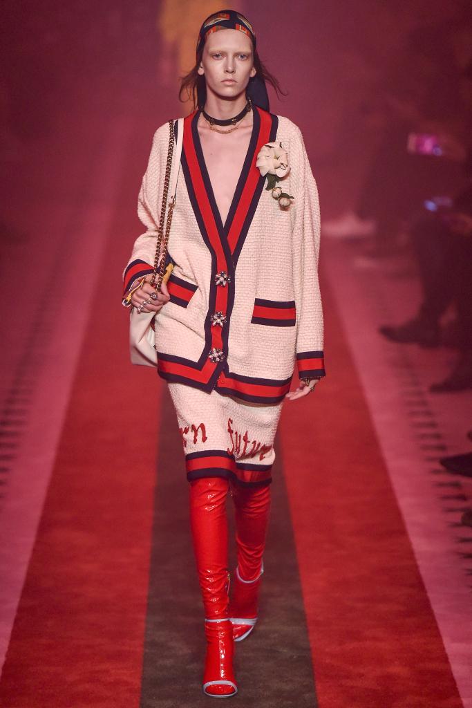 Модная женская одежда и аксессуары Gucci