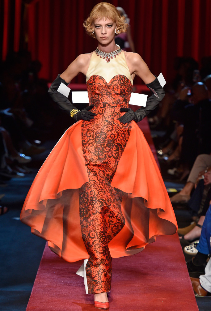 Платье Moschino весна-лето 2017