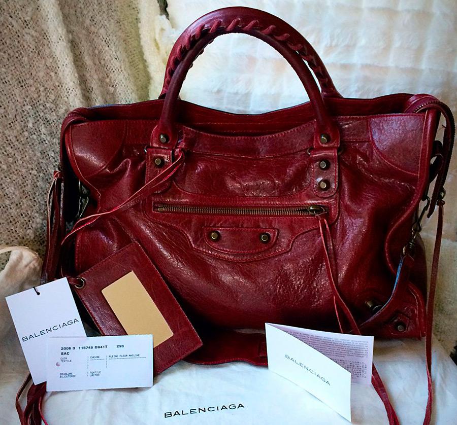 Женская сумка бургундского цвета