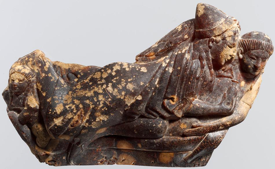 Древняя фигурка из янтаря