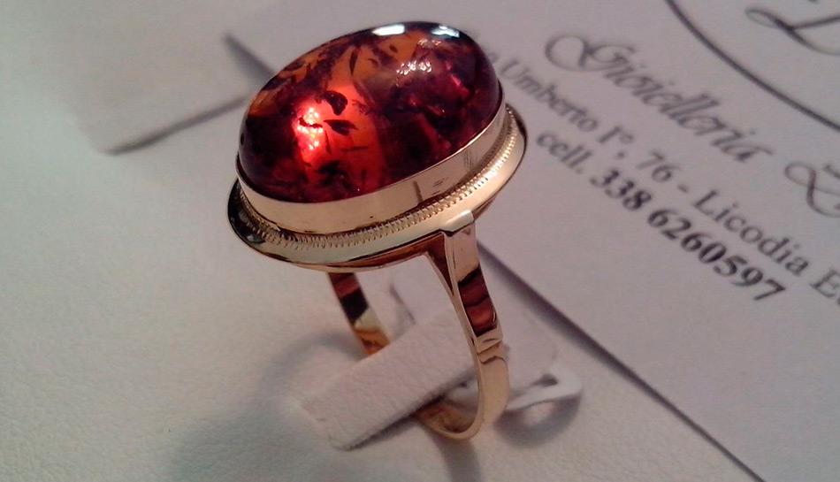 Кольцо с камнем янтарь